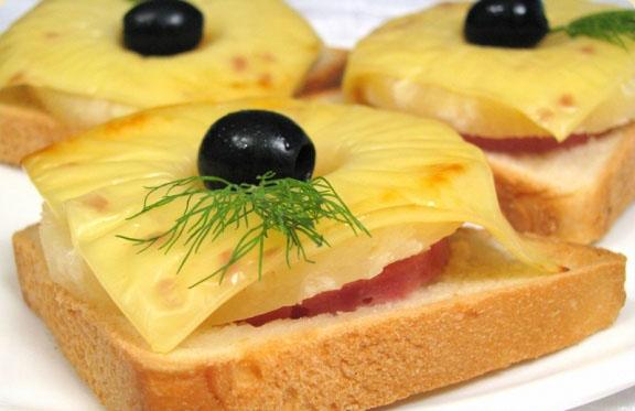С чем есть тосты бутерброды